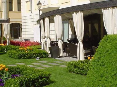 GRAND VISCONTI PALACE - A pochi passi dalla metropolitana e da Porta Romana un moderno centro congressi modulare, ampio giardino, eleganti camere.