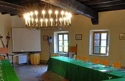 Castello di Rivalta - Raro esempio di maniero circondato da un borgo completamente ristrutturato è la cornice esclusiva per meeting, ricevimenti e team building. Scopri tutti i servizi e contattati per un preventivo gratuito.