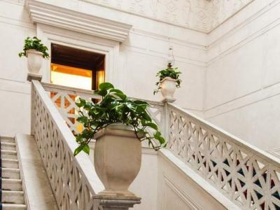Palazzo San Teodoro - Antica dimora nobiliare in uno dei più prestigiosi quartieri di Napoli apre le porte per ospitare meeting, eventi e ricevimenti. Contattaci per un preventivo gratuito.