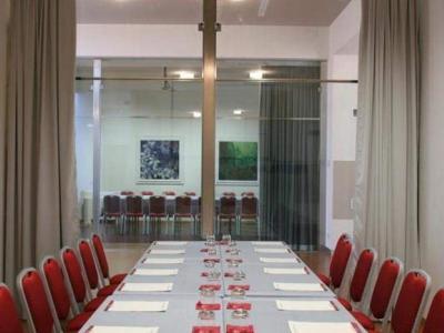 Admiral Park Hotel - moderno centro congressi per meeting da 10 a 300 persone nel verde delle colline bolognesi. Richiedi il preventivo personalizzato.