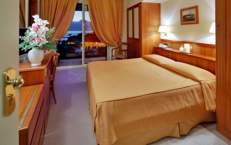 HOTEL VIS À VIS CAMERA VISTA MARE dotate di tutti i comfort le camera vista mare regalano una vista sulle baie di Sestri Levante