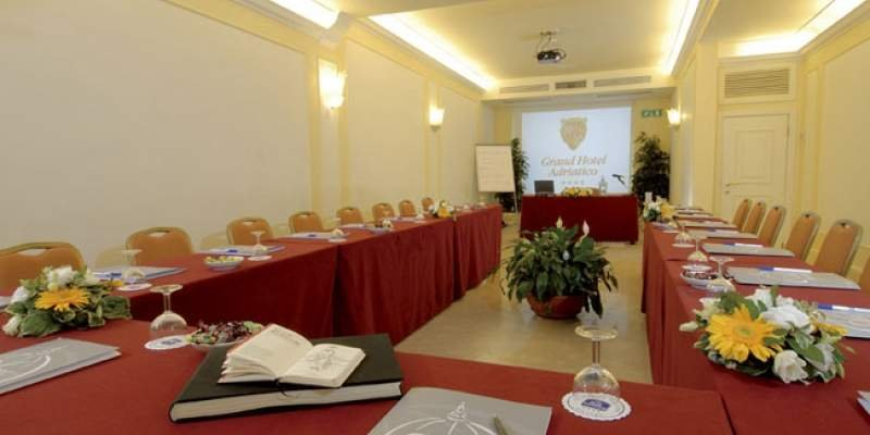 GRAND HOTEL ADRIATICO SALA MEETING SIENA sala Siena mq 70