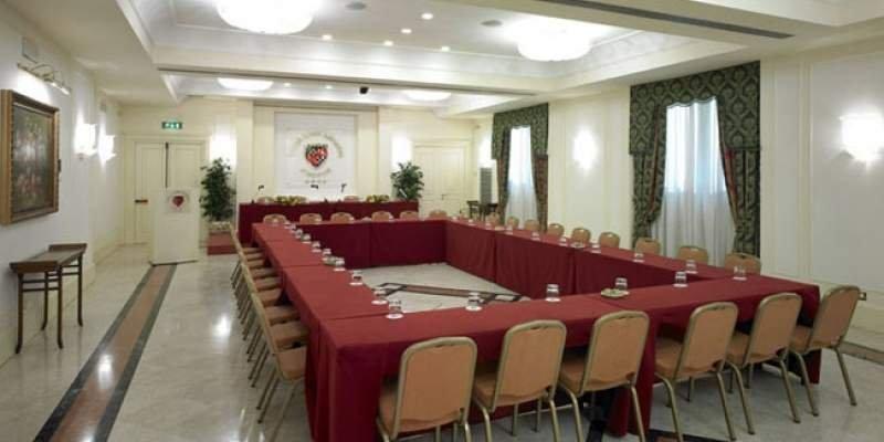 GRAND HOTEL ADRIATICO Sala Firenze allestimento tavolo imperiale