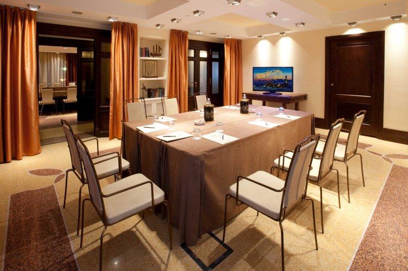 GRAND HOTEL SAVOIA GENOVA Gioiello di ospitalità 5 stelle nel centro di Genova