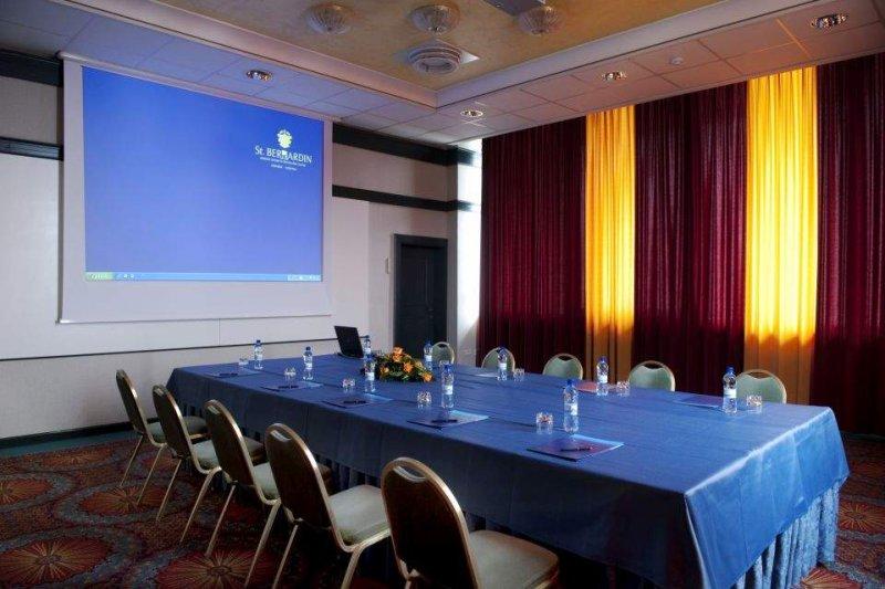Foyer Area Traduzione : Meeting incentive eventi in slovenia bernardin group