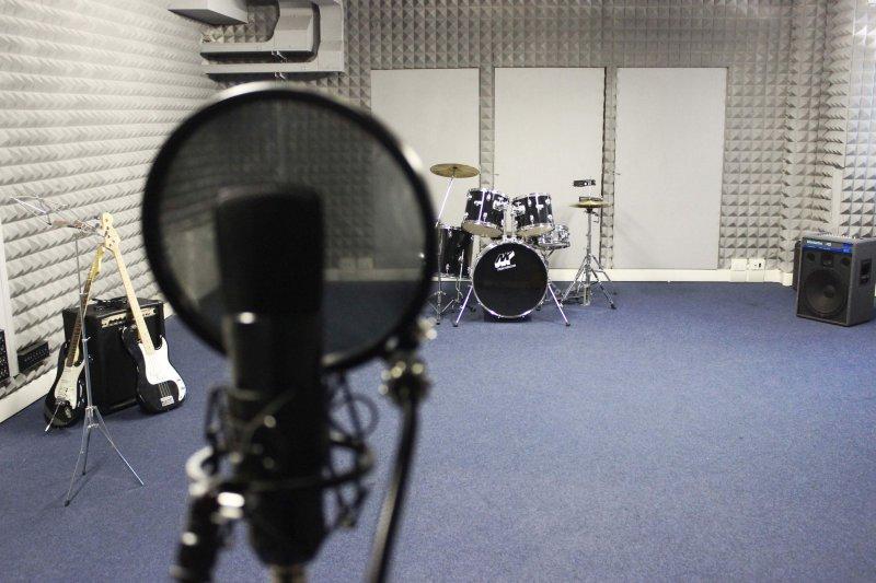 SALA PROVE Spazio insonorizzato dedicato e adatto alle prove per Band e gruppi musicali. Collegata a tutti gli spazi della Main Hall.