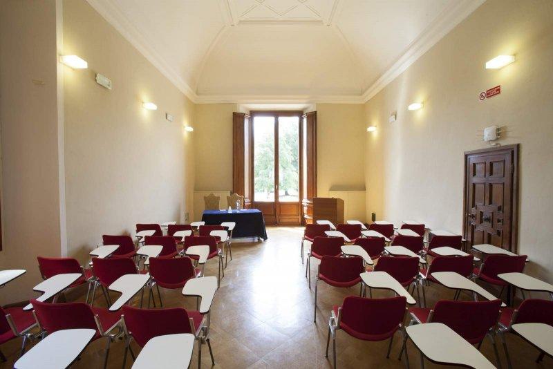 PRIMO PIANO VILLA VITTORIA - PALAZZO DEI CONGRESSI Saletta al 1°piano di Villa Vittoria