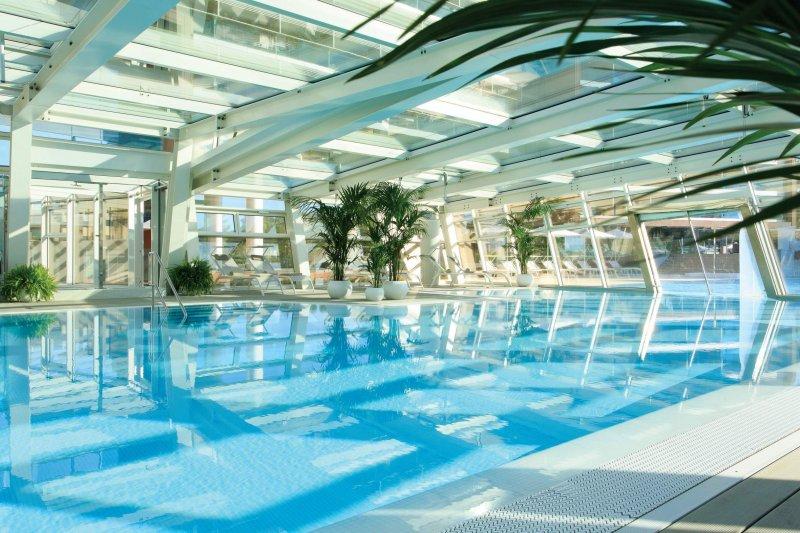 ALMAR JESOLO RESORT & SPA piscina esterna coperta