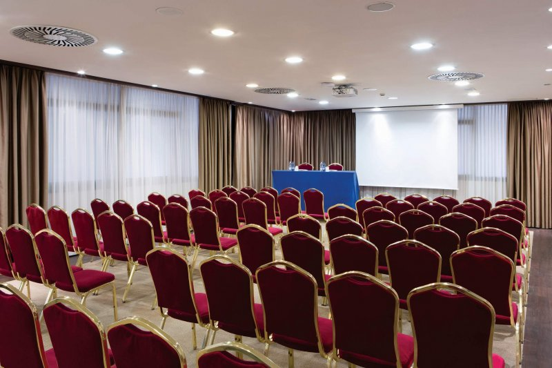 BEST WESTERN PLUS TOWER HOTEL BOLOGNA Sala meeting Due Torri