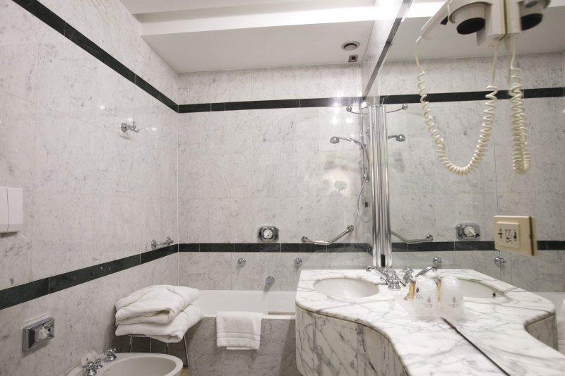 HOTEL ALBANI FIRENZE bagno