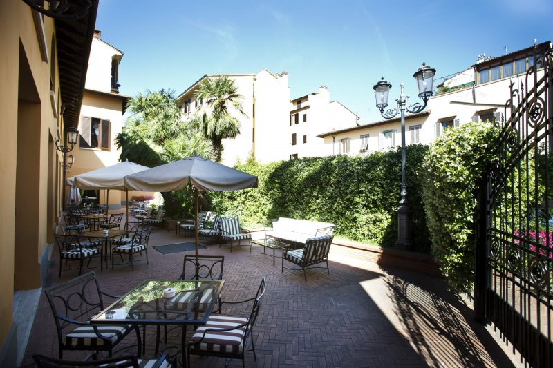 HOTEL ALBANI FIRENZE giardino patio