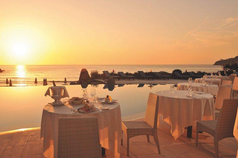 HOTEL HERMITAGE ISOLA D'ELBA una cena di gala a bordo piscina o una cena romantica