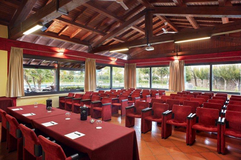 SALA CLUB HOUSE Immersa nel verde di Terme della Valpolicella