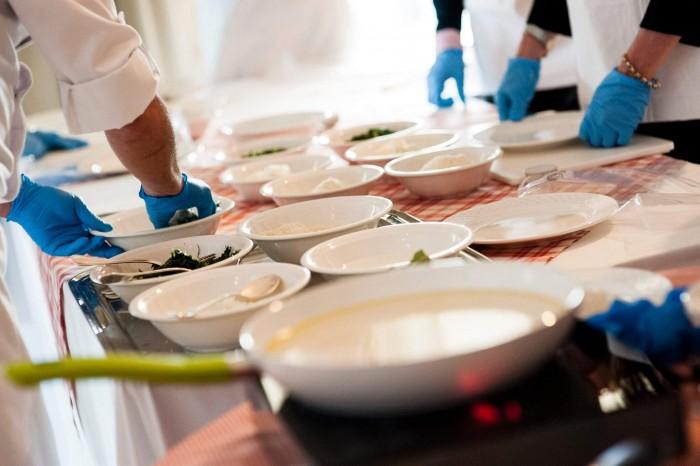 Al Grand  Hotel Savoia debutta  'Mani in Pasta',  Cooking experience di Planetaria Hotels per divertenti team building aziendali tutti da gustare